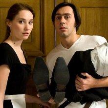 Emmanuel Mouret e Déborah François in una scena della commedia Fammi divertire