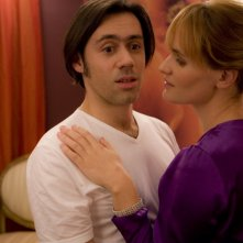 Emmanuel Mouret e Frédérique Bel in una scena della commedia Fammi divertire