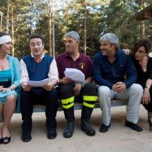 Il cast della commedia Alta infedeltà, tra cui Biagio Izzo e Pino Insegno