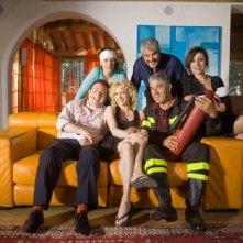 Il cast della commedia Alta infedeltà, tra cui Biagio Izzo, Pino Insegno e Justine Mattera.