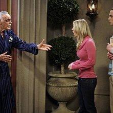 La guest star Stan Lee con Jim Parsons e Kaley Cuoco nell'episodio The Excelsior Acquisition di The Big Bang Theory