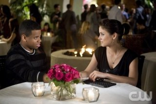 90210: Tristan Wilds e Jessica Stroup nell'episodio Rats and Heroes
