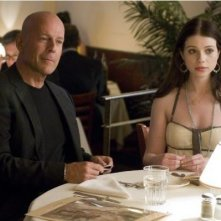 Bruce Willis e Michelle Trachtenberg in una scena di Cop Out