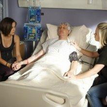 Jennie Garth, Ann Gillespie e Jessica Stroup in una scena dell'episodio To Thine Own Self Be True di 90210