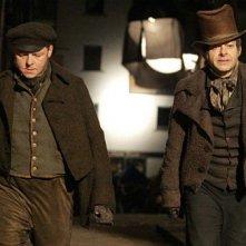 Simon Pedd e Andy Serkis nelle prime immagini di Burke and Hare