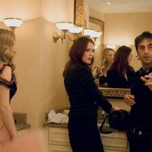 Amanda Seyfried e Julianne Moore sul set del film Chloe con il regista Atom Egoyan
