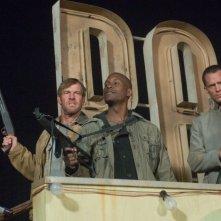 Dennis Quaid, Tyrese Gibson e Paul Bettany in una scena del film Legion