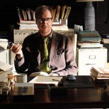Il Dott. Blake (David Thewlis) nel suo studio in una scena del film Veronika Decides to Die