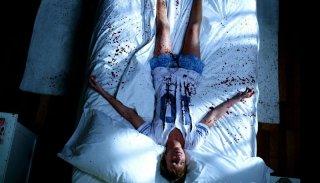 Katie Cassidy in un'insanguinata sequenza del film Nightmare