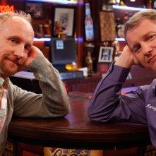 Matt Walsh e Ian Roberts in una foto promozionale della serie Players