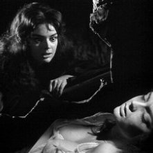 Barbara Steele in una sequenza del film La maschera del demonio