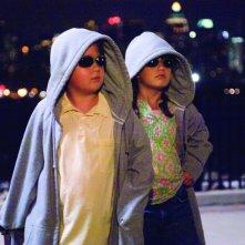 Ella Bleu Travolta e Conner Rayburn in un'immagine del film Daddy Sitter