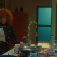 Sabine Azéma in una scena del film Gli amori folli