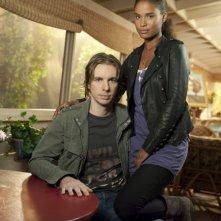 Dax Shepard è Crosby Braverman e Joy Bryant è Jasmine in una foto promozionale serie Parenthood