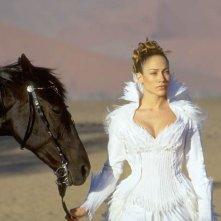 Jennifer Lopez in una sequenza del film The Cell - La Cellula