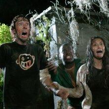 Joel David Moore, Deon Richmond e Tamara Feldman in una scena di Hatchet