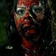 Joleigh Fioravanti in un'immagine cruenta dell'horror Hatchet