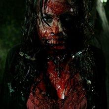 L'immagine di un'irriconoscibile vittima nell'horror Hatchet