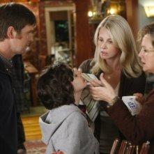 Monica Potter, Bonnie Bedelia, Peter Krause e Max Burkholder nel pilot di Parenthood