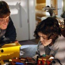 Peter Krause e Max Burkholder nel pilot di Parenthood