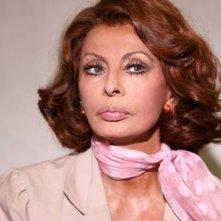 Un primo piano di Sophia Loren dalla fiction La mia casa è piena di specchi