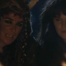 "Claire Stansfield & Lucy Lawless in una scena del telefilm ""Xena\"" ep: \""Adventures in the sin trade \"""