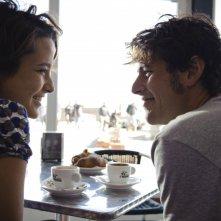 Dario Castiglio e Martina Codecasa, teneramente innamorati nel film Sul mare