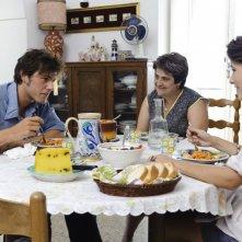 Dario Castiglio, Nunzia Schiano e Martina Codecasa  in una scena del film Sul mare
