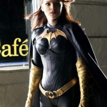 Dina Meyer è Barbara Gordon in Birds of prey