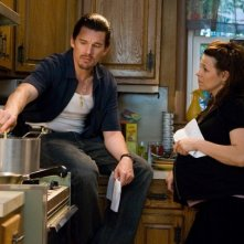 Ethan Hawke e Lili Taylor in una scena del film Brooklyn's Finest