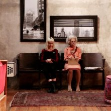 Marta (Alice Croci) e  la nonna (Corinna Agustoni) in una scena della commedia Happy Family