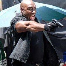 Balrog (Michael Clarke Duncan) in azione nel film Street Fighter: The Legend of Chun-Li