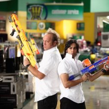 Jeff (Scott Krynsky) e Lester (Vik Sahay) nell'episodio Chuck Vs. The Beard della serie Chuck