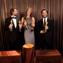 Oscar 2010, la Bigelow con Mark Boal, Greg Shapiro e gli Oscar ricevuti da The Hurt Locker.