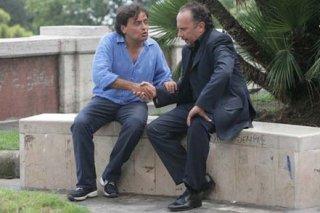 Maurizio Casagrande e Eduardo Tartaglia nella commedia La valigia sul letto