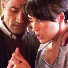 Abbey Tyler (Milla Jovovich) e l'amico e collega Abel Campos (Elias Koteas) in una scena del film Il quarto tipo