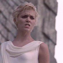 Hudson Leick in una scena di Xena nell\'episodio The Ides of March