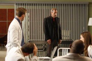 Hugh Laurie in una scena di Private Lives dalla sesta stagione di Dr. House: Medical Division