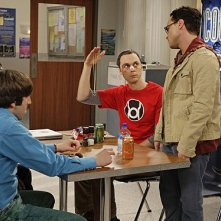 Johnny Galecki, Simon Helberg, Kunal Nayyar e Jim Parsons in una scena dell'episodio The Precious Fragmentation di The Big Bang Theory