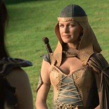 Kathryn Morris in una scena di Xena nell\'episodio Crusader