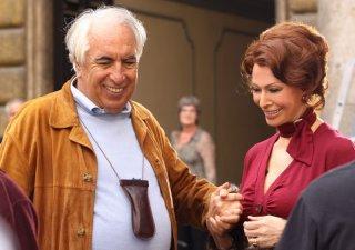 Sophia Loren con il regista Vittorio Sindoni durante le riprese della fiction La mia casa è piena di specchi