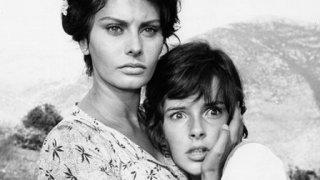 Sophia Loren e Eleonora Brown ne La ciociara