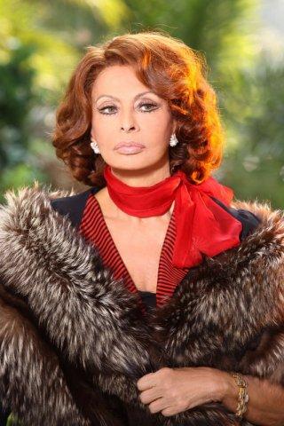 Sophia Loren è protagonista della miniserie La mia casa è piena di specchi