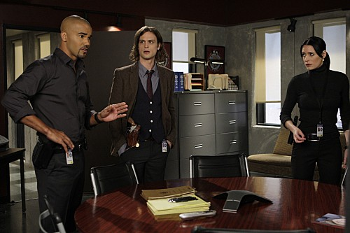 Criminal Minds Paget Brewster Shemar Moore E Matthew Gray Gubler In Una Scena Dell Episodio Mosley Lane 149488