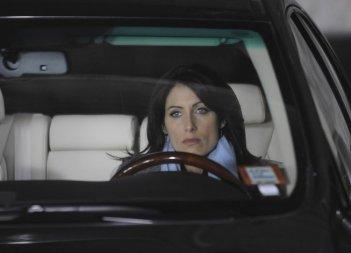 Lisa Edelstein in una scena di 5 to 9 tratta dalla sesta stagione di Dr. House: Medical Division