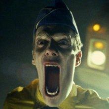 Un'immagine suggestiva dell'uomo dei gelati (Doug Jones) dal film Legion
