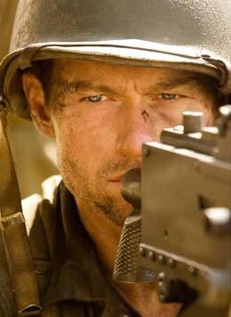 Un intenso primo piano di James Badge Dale nel ruolo del soldato Robert Leckie nella miniserie The Pacific