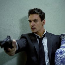 Jonathan Rhys Meyers, protagonista in azione nel film From Paris with Love