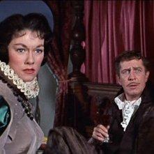 Vincent Price e Luana Anders in una scena del film Il pozzo e il pendolo ( 1961 )