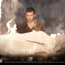 Andy Whitfield nell'episodio Great and Unfortunate Things della serie Spartacus: Blood and Sand